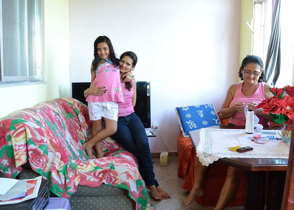 Tre generationer under samam tak: Ludmila, Antonieta och Eunice.