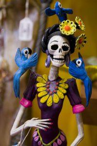 Inom den mexikanska satiren har döden länge använts för att driva med makten och överklassen.
